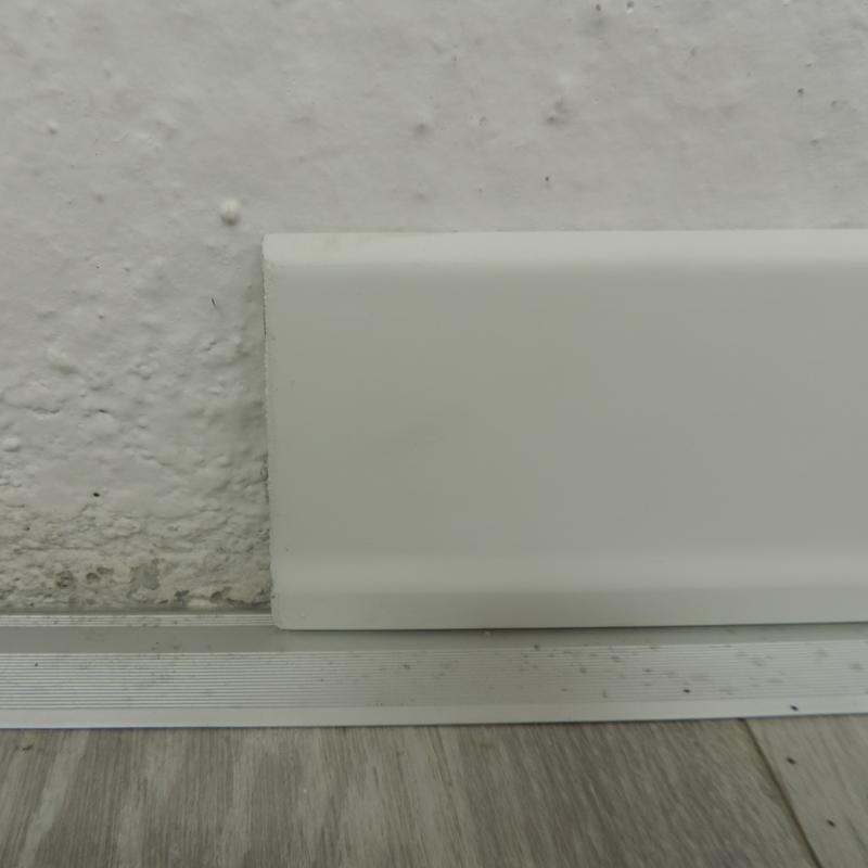 Battiscopa legno bianco 08x70 x 2 45 metri 60671 for Battiscopa in legno bianco